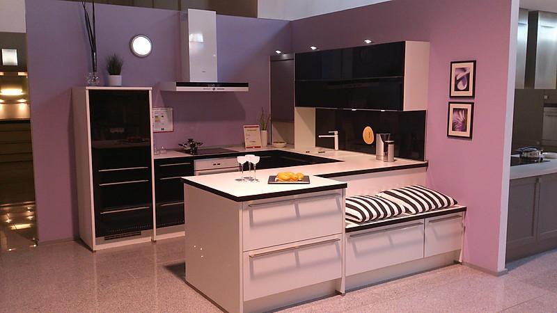 hochglanzkueche-in-schwarz-weiß-design